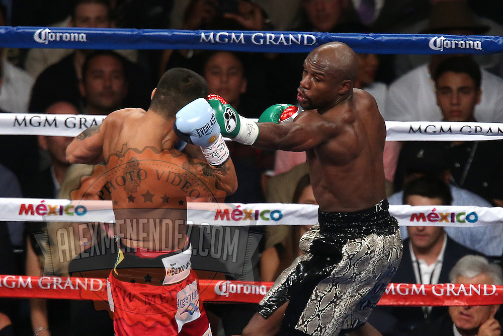 LAS VEGAS, NV - SEPTEMBER 13: Floyd Mayweather Jr. (R) throws a left jab at Marcos Maidana during their WBC/WBA welterweight title fight at the MGM Grand Garden Arena on September 13, 2014 in Las Vegas, Nevada. (Photo by Alex Menendez/Getty Images) *** Local Caption *** Floyd Mayweather Jr; Marcos Maidana