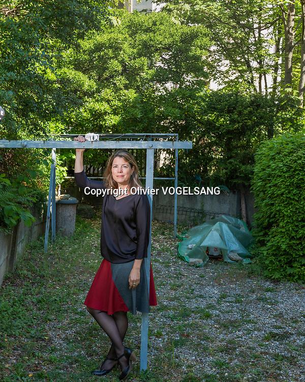 Lausanne, 27 avril 2020. Manon Schick, journaliste et militante des droits humains suisse et allemande, directrice générale d'Amnesty International Suisse depuis le 1er mars 2011. Elle quittera son poste au mois de juin de cette année. © Olivier Vogelsang