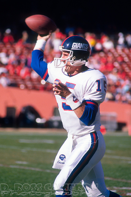 New York Giants quarterback Jeff Hostetler warms up before the start of his team's NFC championship football game against the San Francisco 49ers, Sunday, Jan. 20, 1991 at Candlestick Park in San Francisco. (Photo by D. Ross Cameron)