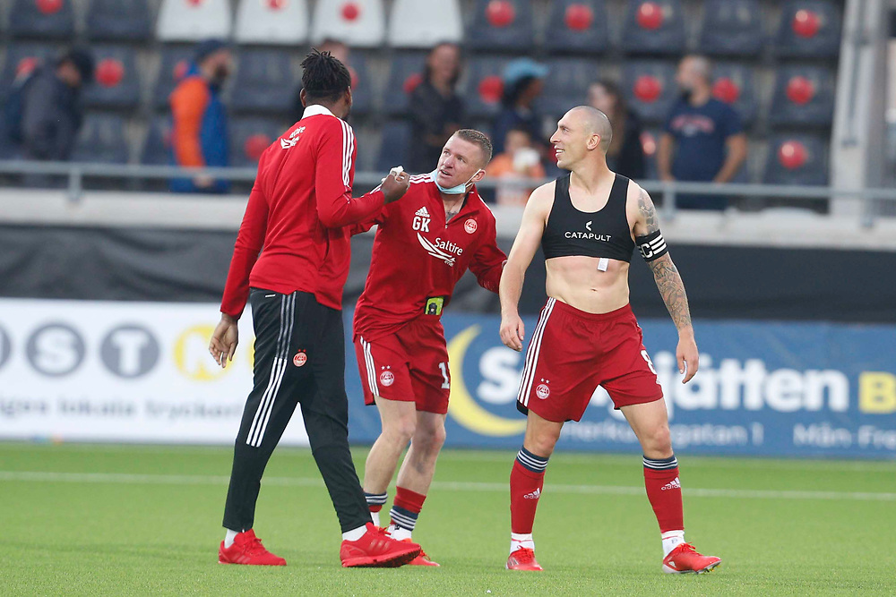GOTHENBURG, SWEDEN - JULY 29: Jay Emmanuel-Thomas shows off the gash on his head to Jonny Hayes and Scott Brown (C)  after the UEFA Europa Conference League Qualifying match 2nd leg between BK Hacken and Aberdeen FC at Bravida Arena on July 29, 2021 in Gothenburg, Sweden.<br /> (Photo by Derek Ironside/Newsline Media)
