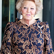NLD/Amsterdam/20110527 - 40ste verjaardag Prinses Maxima, Koningin Beatrix