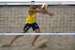 18-07-2014 NED: FIVB Grand Slam Beach Volleybal, Scheveningen<br /> Knock out fase - Pablo Herrera Allepuz (1) ESP