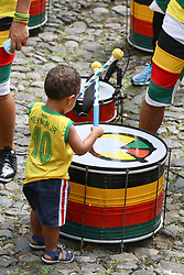 June 22, 2018 - Salvador, Brazil - SALVADOR, BA - 22.06.2018: TORCIDA DO BRASIL EM SALVADOR - Child plays with Olodum drums in Pelourinho, in Salvador, Bahia, during a game between Brazil and Costa Rica, valid for the 2018 World Cup in Russia. (Credit Image: © Mauro Akin Nassor/Fotoarena via ZUMA Press)