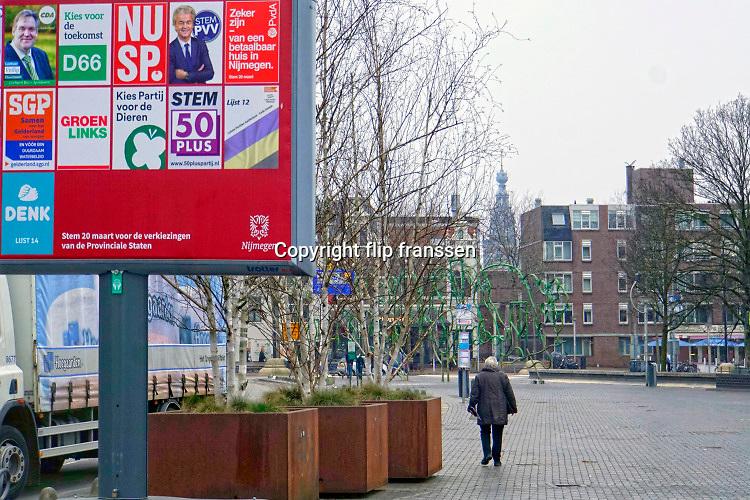 Nederland, Nijmegen, 28-2-2019 Verkiezingsbord in de binnenstad waarop affiches voor de komende provinciale verkiezingen zijn aangebracht. De Nijmeegse borden zijn duurzaam . Foto: Flip Franssen