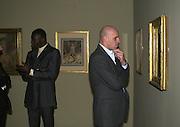 Chris Ofili and Peter Doig<br />Blake dinner, Tate Gallery. 6 November 2000. © Copyright Photograph by Dafydd Jones 66 Stockwell Park Rd. London SW9 0DA Tel 020 7733 0108 www.dafjones.com