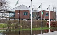 KERKDRIEL - Door de hoge waterstand van de Maas staat de 9-holes baan van Golfclub De Dorpswaard in Kerkdriel voor een groot deel onder water. COPYRIGHT KOEN SUYK