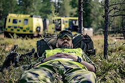 """July 26, 2018 - """"Lvdalen, Dalarna, Sweden - Home Guard resting..Wildfiire at a shooting range in Trängslet, Ã""""lvdalen, Sweden, 2018-07-26..(c) WIXTRÖM PETER  / Aftonbladet / IBL BildbyrÃ¥....* * * EXPRESSEN OUT * * *....AFTONBLADET / 85326 (Credit Image: © WixtrÖM Peter/Aftonbladet/IBL via ZUMA Wire)"""