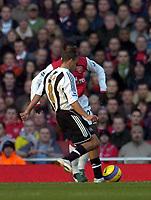 Photo: Olly Greenwood.<br />Arsenal v Newcastle United. The Barclays Premiership. 18/11/2006. Newcastle's Kieron Dyer scores