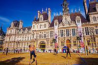 France, Paris (75), l'Hôtel de Ville de Paris, Paris-Plage // France, Paris, Hotel de Ville, the City Hall of Paris, Paris plage (beach in Paris) every summer