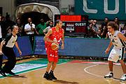 DESCRIZIONE : Siena Lega A 2008-09 Playoff Finale Gara 2 Montepaschi Siena Armani Jeans Milano<br /> GIOCATORE : Yohann Sangare Arbitro<br /> SQUADRA : Armani Jeans Milano <br /> EVENTO : Campionato Lega A 2008-2009 <br /> GARA : Montepaschi Siena Armani Jeans Milano<br /> DATA : 12/06/2009<br /> CATEGORIA : palleggio<br /> SPORT : Pallacanestro <br /> AUTORE : Agenzia Ciamillo-Castoria/G.Ciamillo