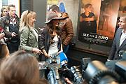 Yolanthe Sneijder-Cabau woont tijdens het Movies that Matter Festival de premiere Sex voor 5 euro bij, een EO-documentaire over kinderprostitutie in Brazilie.<br /> <br /> Op de foto:  Yolanthe Sneijder-Cabau
