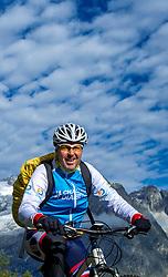15-09-2017 ITA: BvdGF Tour du Mont Blanc day 6, Courmayeur <br /> We starten met een dalende tendens waarbij veel uitdagende paden worden verreden. Om op het dak van deze Tour te komen, de Grand Col Ferret 2537 m., staat ons een pittige klim (lopend) te wachten. Na een welverdiende afdaling bereiken we het Italiaanse bergstadje Courmayeur. Peter