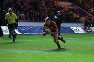 Tom Prydie of Scarlets scores his teams 1st try. EPCR European Champions cup match, Scarlets v RC Toulon at the Parc y Scarlets in Llanelli, West Wales on Saturday 20th January 2018. <br /> pic by  Andrew Orchard, Andrew Orchard sports photography.