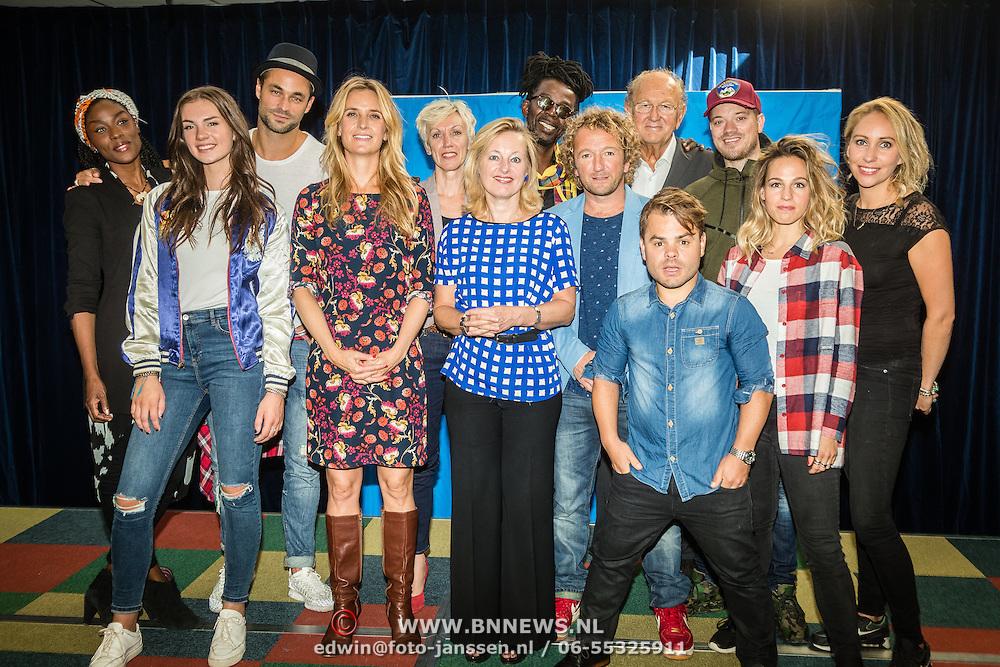 NLD/hoofddorp/20160923 - Kick-off' BZT Show + Méér Muziek in de Klas, alle ambassadeurs en Jet Bussemaker en Joop van der Ende