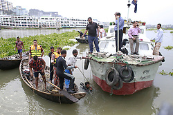 June 13, 2017 - Dhaka, Bangladesh - Fire Service divers trying to locate the trawler that capsized in the Buriganga River at Keraniganj, Dhaka, Bangladesh, June 13, 2017. (Credit Image: © Suvra Kanti Das via ZUMA Wire)
