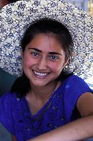 Armenie, Temple de Garni, Jeune femme armenienne // Armenia, Garni temple, young armenian woman