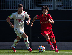 LIVERPOOL, ENGLAND - Wednesday, September 15, 2021: Liverpool's Kaide Gordon (R) during the UEFA Youth League Group B Matchday 1 game between Liverpool FC Under19's and AC Milan Under 19's at the Liverpool Academy. Liverpool won 1-0. (Pic by David Rawcliffe/Propaganda)