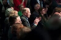 DEU, Deutschland, Germany, Berlin, 10.01.2020: Jürgen Trittin applaudiert bei der Jubiläumsveranstaltung im Motorenwerk Berlin anlässlich 30 Jahre BÜNDNIS 90 und 40 Jahre DIE GRÜNEN.