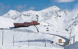 THEMENBILD - Blick auf das Glocknerrestaurant und Shop Fuschertörl mit seinem Berpanorama. Die Grossglockner Hochalpenstrasse verbindet die beiden Bundeslaender Salzburg und Kaernten mit einer Laenge von 48 Kilometer und ist als Erlebnisstrasse vorrangig von touristischer Bedeutung, aufgenommen am 2. Mai 2017, Fusch a. d. Glocknerstrasse, Oesterreich // View of the Glockner Restaurant and Shop Fuscher Toerl with the mountain panorama. The Grossglockner High Alpine Road connects the two provinces of Salzburg and Carinthia with a length of 48 km and is as an adventure road priority of tourist interest at Fusch a. d. Glocknerstrasse, Austria on 2017/05/02. EXPA Pictures © 2017, PhotoCredit: EXPA/ JFK