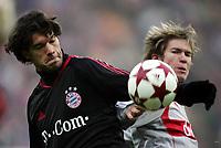 Fotball<br /> Bundesliga Tyskland 2004/05<br /> Bayern München v Vfb Stuttgart<br /> 11. desember 2004<br /> Foto: Digitalsport<br /> NORWAY ONLY<br /> Michael BALLACK, Aliaksandr HLEB