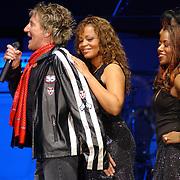NLD/Rotterdam/20050530 - Concert Rod Stewart, achtergrondzangeressen
