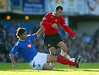 Fotball<br /> Premier League England 2004/2005<br /> Foto: BPI/Digitalsport<br /> NORWAY ONLY<br /> <br /> 30.10.2004<br /> Portsmouth v Manchester United<br /> <br /> Ryan Giggs is tackled by Dejan Stefanovic