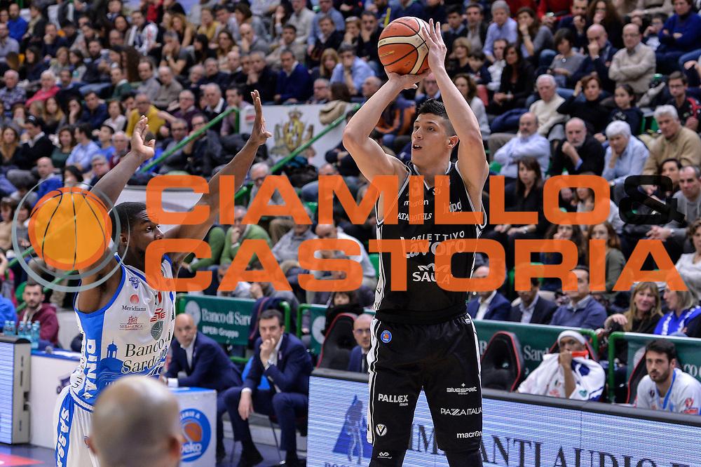 DESCRIZIONE : Beko Legabasket Serie A 2015- 2016 Dinamo Banco di Sardegna Sassari - Obiettivo Lavoro Virtus Bologna<br /> GIOCATORE : Simone Fontecchio<br /> CATEGORIA : Tiro Tre Punti Three Point Ritardo<br /> SQUADRA : Obiettivo Lavoro Virtus Bologna<br /> EVENTO : Beko Legabasket Serie A 2015-2016<br /> GARA : Dinamo Banco di Sardegna Sassari - Obiettivo Lavoro Virtus Bologna<br /> DATA : 06/03/2016<br /> SPORT : Pallacanestro <br /> AUTORE : Agenzia Ciamillo-Castoria/L.Canu