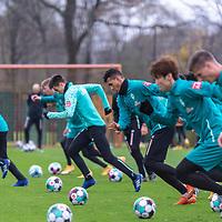 16.11.2020, Trainingsgelaende am wohninvest WESERSTADION - Platz 12, Bremen, GER, 1.FBL, Werder Bremen Training<br /> <br /> Lauf / Sprinttraining <br /> Niklas Moisander (Werder Bremen #18 Kapitaen)<br /> Nick Woltemade (werder Bremen #41)<br /> Ilia Gruev (Werder Bremen #28)<br /> Davie Selke  (SV Werder Bremen #09)<br /> Yuya Osako (Werder Bremen #08)<br /> Tahith Chong (Werder Bremen #22)<br />  ,Ball am Fuss, <br /> <br /> <br /> <br /> <br /> Foto © nordphoto / Kokenge