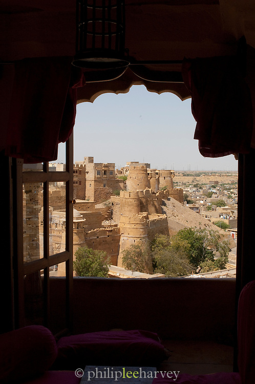 A view of Jaisalmer Fort from a balcony. Jaisalmer Fort, the 'Golden Fort' is one of the largest forts in the world. Jaisalmer, Rajasthan, India