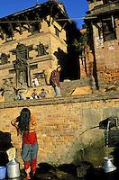 Nepal -  Vallée de Kathmandu - Bakhtapur - Fontaine publique