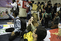 August 9, 2017 - Muita confusão marcou a Audiência Pública que discutia a regulamentação dos aplicativos de transporte na tarde desta quarta-feira (09) na Câmara Municipal de São Paulo. Estudantes ocuparam o plenário e pedem plebiscito para discutir a PL 367. (Credit Image: © Bruno Rocha/Fotoarena via ZUMA Press)