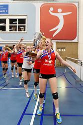 20150425 NED: Eredivisie VC Sneek - Eurosped, Sneek<br />Marrit Jasper (7) of VC Sneek voorop in de polonaise<br />©2015-FotoHoogendoorn.nl / Pim Waslander