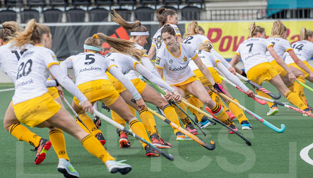 AMSTELVEEN - Warming up Den Bosch  voor  de hoofdklasse hockey competitiewedstrijd dames, Amsterdam-Den Bosch (0-1) . midden Marloes Keetels (DenBosch)  COPYRIGHT WORLDSPORTPICS KOEN SUYK