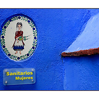 Sanitarios Mujeres woman women toilet sign;<br />