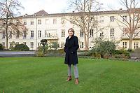 14 DEC 2020, BERLIN/GERMANY:<br /> Elke Buedenbender, Juristin und Gattin des Bundespraesidenten, im Garten von Schloss Bellevue<br /> IMAGE: 20201214-01-020<br /> KEYWORDS: Elke Büdenbender, First Lady