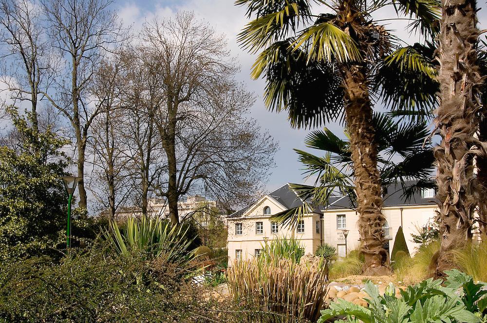 Jardin et Mairie de Chelles, Seine-et-Marne, 2008.