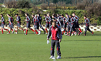 Fotball / Football<br /> Tyskland - Germany<br /> FC Köln training at La Manga - Spain<br /> 05-14.01.2007<br /> Foto: Morten Olsen, Digitalsport<br /> <br /> GERMANY OUT<br /> <br /> Köln players doing the warm up with Christoph Daum in front