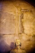 Jan Hus Skulptur in der Ausstellung über Jan Hus im Museum der südböhmischen Stadt Tabor.<br /> Tabor wurde als eine Hochburg der Hussitenbewegung bekannt. Im Frühjahr 1420 zogen Anhänger des tschechischen Reformators Jan Hus nach seinem am 6. Juli 1415 in Konstanz erlittenen Feuertod aus der Stadt Sezimovo Usti auf einen nahegelegenen Berg mit der Burg Kotnov.