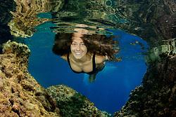 Schimmendes Mädchen im Meer und unter Wasser, Swimming Girl the sea under water, Adria, Adriatisches Meer, Mittelmeer, Dalmatien, Kroatien, Adriatic Sea, Mediterranean Sea, Dalmatia, Croatia, MR Yes