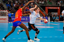 15-12-2019 JAP: Final Netherlands - Spain, Kumamoto<br /> The Netherlands beat Spain in the final and take historic gold in Park Dome at 24th IHF Women's Handball World Championship / Laura van der Heijden #6 of Netherlands