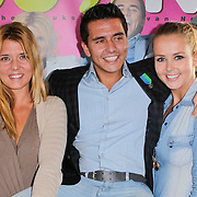 NLD/Volendam/20111027- Persconferentie 15 Jaar Jan Smit, Jan met zus Monique Smit en Jenny Smit