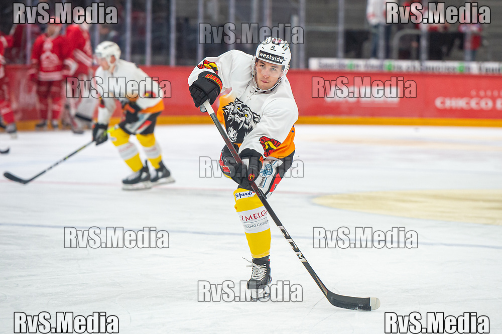 LAUSANNE, SWITZERLAND - SEPTEMBER 28: Yannick Hanggi #4 of SC Bern warms up prior the Swiss National League game between Lausanne HC and SC Bern at Vaudoise Arena on September 28, 2021 in Lausanne, Switzerland. (Photo by Monika Majer/RvS.Media)