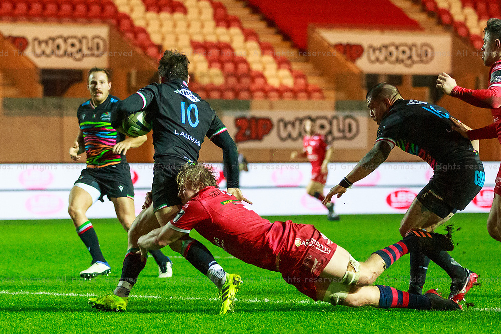 Llanelli, UK. 8 November, 2020.<br /> Zebre fly half Antonio Rizzi is tackled in his own in goal area by Scarlets flanker Jac Morgan during the Scarlets v Zebre PRO14 Rugby Match.<br /> Credit: Gruffydd Thomas/Alamy Live News