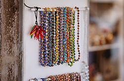 THEMENBILD - bunte Ketten aus Muranoglas, aufgenommen am 05. Oktober 2019 in Murano, Italien // coloured Murano glass chains, in Murano in Italy on 2019/10/05. EXPA Pictures © 2019, PhotoCredit: EXPA/Stefanie Oberhauser