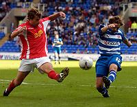 Photo: Alan Crowhurst.<br />Reading v Crewe Alexandra. Coca Cola Championship.<br />17/09/2005. Reading's Bobby Convey (R) goes close on goal.