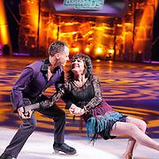 NLD/Hilversum/20130105 - 2de Liveshow Sterren Dansen op het IJs 2013, Jose Hoebee en danspartner Simon Crowhurst