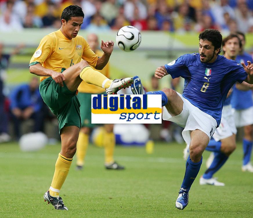 v.l. Tim Cahill, Gennaro Gattuso Italien<br /> Fussball WM 2006 Achtelfinale Italien - Australien<br /> Italia - Australia<br /> Norway only