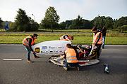 Iris Slappendel zit klaar voor de testrun. In Helmond test het HPT hun nieuwe fiets op de A270. In september wil het Human Power Team Delft en Amsterdam, dat bestaat uit studenten van de TU Delft en de VU Amsterdam, tijdens de World Human Powered Speed Challenge in Nevada een poging doen het wereldrecord snelfietsen voor vrouwen te verbreken met de VeloX 7, een gestroomlijnde ligfiets. Het record is met 121,44 km/h sinds 2009 in handen van de Francaise Barbara Buatois. De Canadees Todd Reichert is de snelste man met 144,17 km/h sinds 2016.<br /> <br /> In Helmond the HPT tests the new bike on the highway A270. With the VeloX 7, a special recumbent bike, the Human Power Team Delft and Amsterdam, consisting of students of the TU Delft and the VU Amsterdam, also wants to set a new woman's world record cycling in September at the World Human Powered Speed Challenge in Nevada. The current speed record is 121,44 km/h, set in 2009 by Barbara Buatois. The fastest man is Todd Reichert with 144,17 km/h.