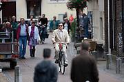 Een man fietst door de Donkere Gaard in Utrecht.<br /> <br /> A man is cycling at the Donkere Gaard in Utrecht.