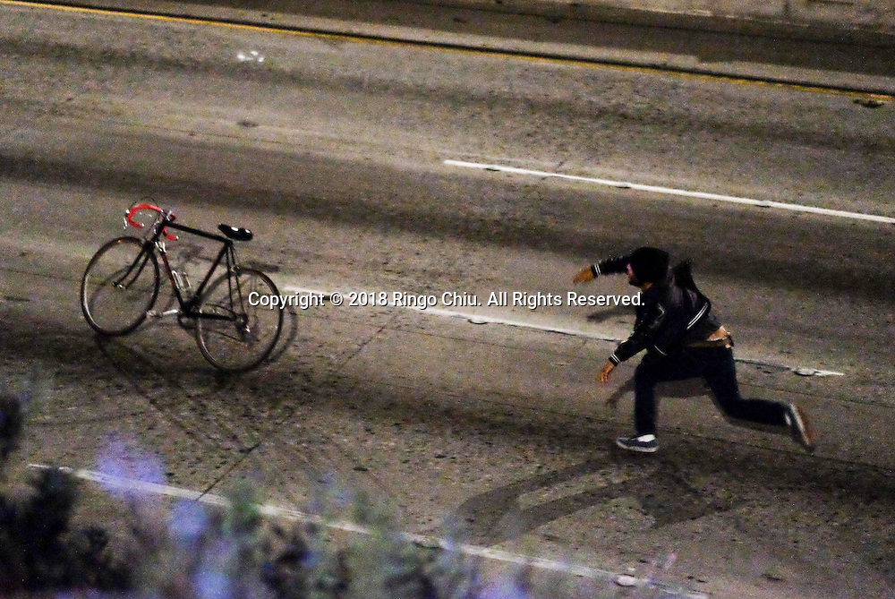 A protester throws a bike as they shut down the 101 freeway following a  rally to protest the presidential election win President-elect Donald Trump in Los Angeles, California, on November 9, 2016. (Photo by Ringo Chiu)